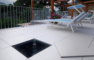 Outdoor raised floors